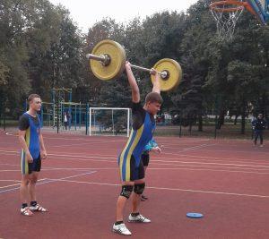Важкоатлет Соколов І. - вага штанги 85 кг